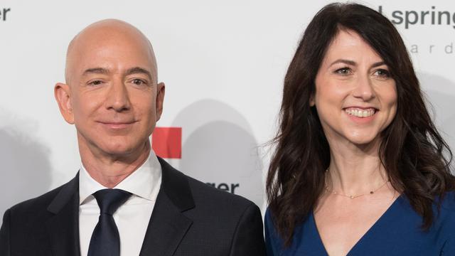 Jeff dan MacKenzie Bezos
